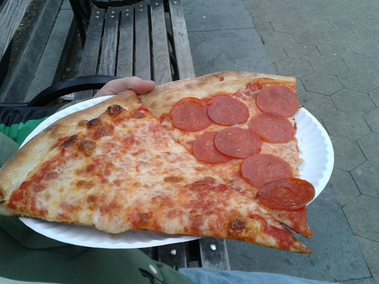 Joe's Pizza - Carmine St : cheese and pepperoni slices