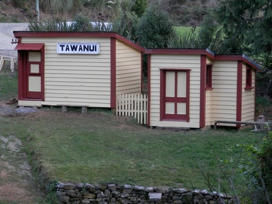 Catlins Mohua Park: The old Tawanui Railway station may be visited at Mohua Park