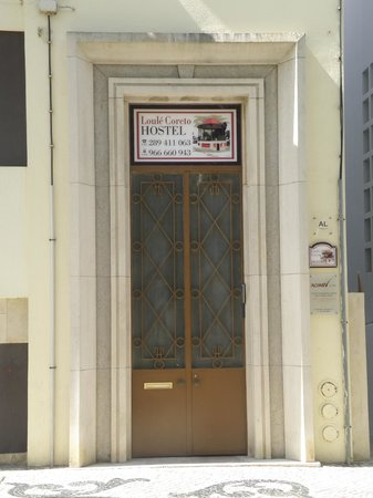 Loule Coreto Hostel: Porta de Entrada Exterior