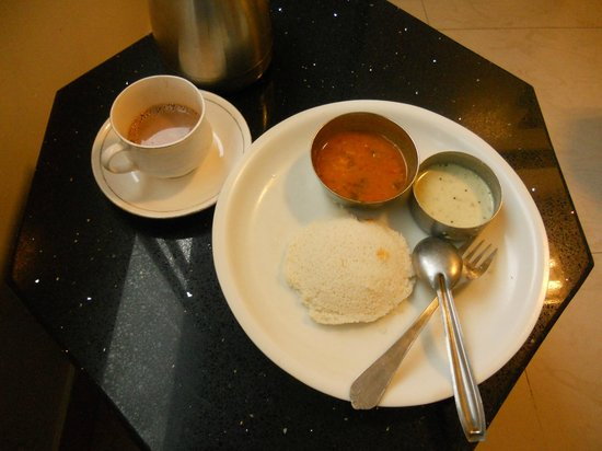 Hotel T.A.P. Gold Crest: Hot steaming idlis from the Hotel Menu!