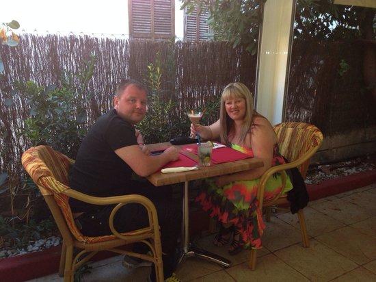 Smith's Cafe-Bar-Restaurant : Dining Al fresco