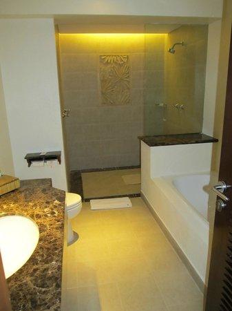 Padma Resort Legian: Fantastic bathroom