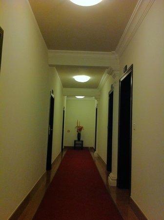 White Mansion: 4 Fl Hallway