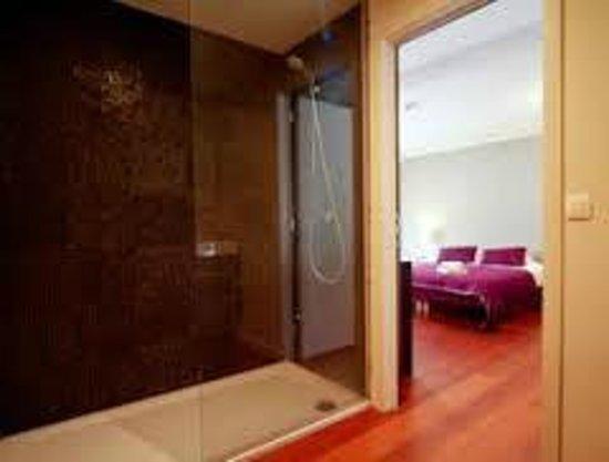 B&B Casa Bo & Co: Algemeen zicht van een Luxe kamer met badkamer