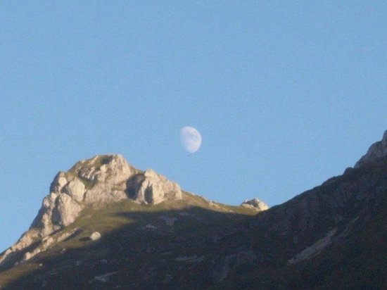Valle del Lago, España: La luna desde el valle