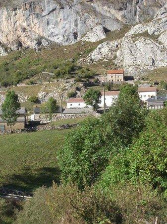 Valle del Lago, España: El pueblo desde la montaña