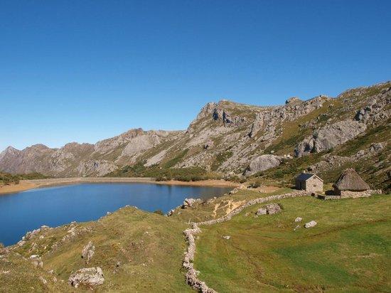 Valle del Lago, España: El Lago del Valle, precioso