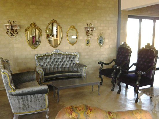 Ouland Royale: period furniture and tea parlour