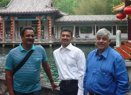 Baotu Spring Park : I am on extreme Right inside Park