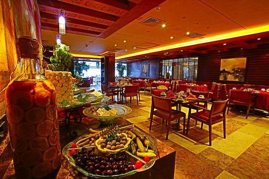 Coral Beach Hotel & Resort : Breakfast Buffet Area