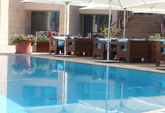 Coral Beach Hotel & Resort : SunSoul Restaurant & ShiSha Lounge Outdoor Terrace