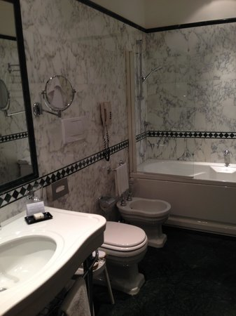 Sina Palazzo Sant'Angelo: bathroom