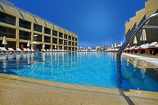 Coral Beach Hotel & Resort: Resort