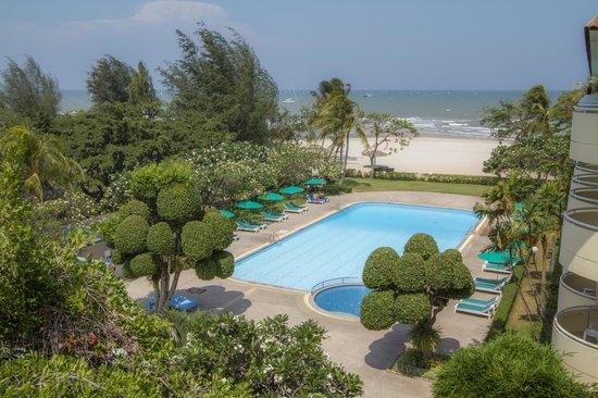 Beach Garden Hotel: Hotel Exterior