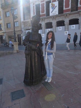 Esculturas de Oviedo: La Regenta y yo