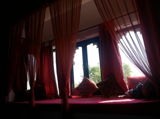Karohi Haveli: Window inside the room