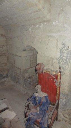 Kuressaare Episcopal Castle : Замурованный рыцарь