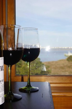 The Burrus House Inn : Wine in the sunroom enjoying the sunset