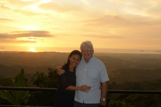 Sinurambi Bed and Breakfast: Rose & Terry enjoying the sunset