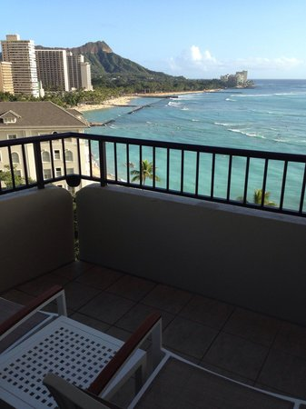 Moana Surfrider, A Westin Resort & Spa: ベランダからビーチを一望。