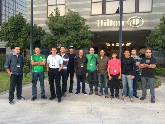 Hilton Houston North: Com amigos.