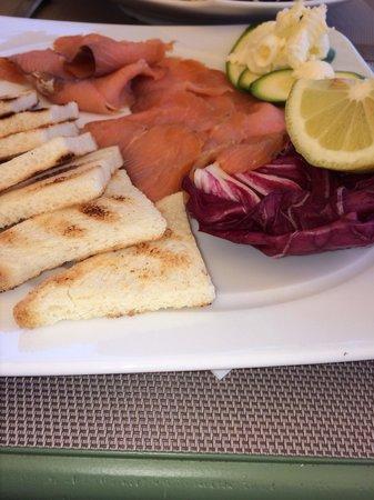 Caffe Roma: Salmon carpaccio.