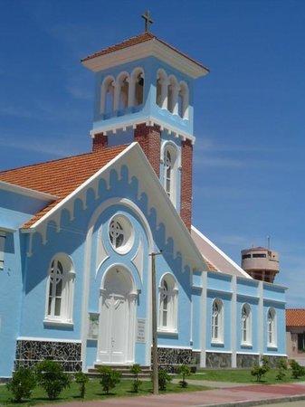Iglesia Candelaria: vista do acesso lateral com o campanario ao fundo
