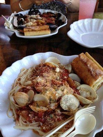 Lazy Flamingo : Mussels (top) and Clams (bottom) Marinara w/Pasta..Delish! Love the garlic bread too!