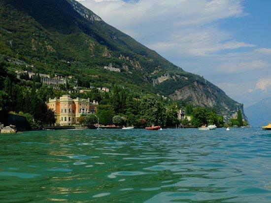 Lago di Garda: 湖畔には美しいヴィラが点在