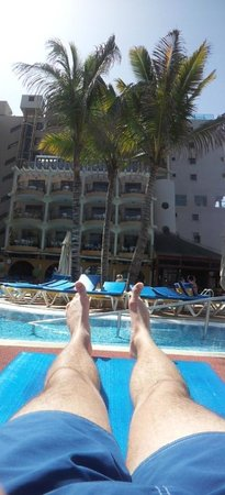Hotel Dorado Beach & Spa : Piscine pas bondée, idéal pour faire bronzette au calme!