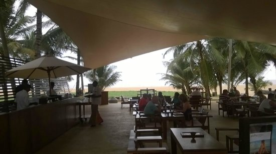 Jetwing Beach: Pool bar/restaurant