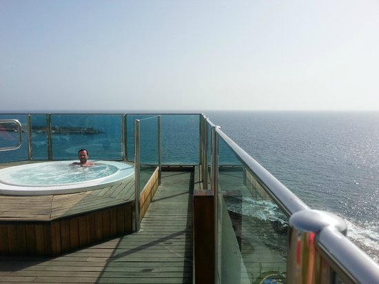 Hotel Bull Dorado Beach & Spa: Solarium (sur le toit) avec jaccuzi à 29° et vue sur l'océan... Génial!