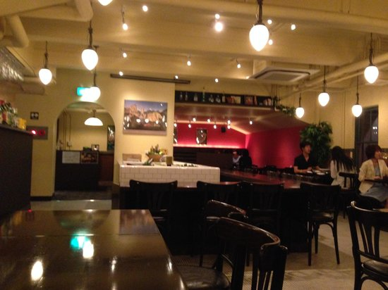 Rive Gauche: Early Sunday dinner ambiance