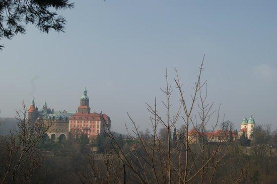 Ksiaz Castle: WIdok na Zamek Książ z punktu widokowego