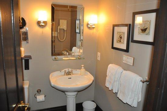 Hotel Le Clos Saint-Louis : Bath