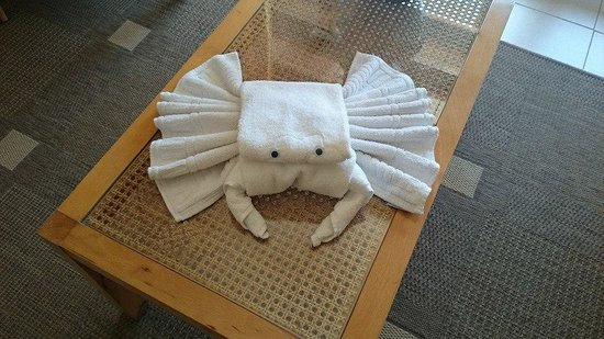 PortBlue Club Pollentia Resort & Spa: Towel crab awaiting in my room
