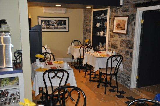 Hotel Le Clos Saint-Louis: Breakfast Room