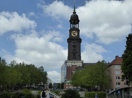 Church of St. Michael: Il campanile da lontano