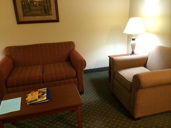 Best Western Plus Capital Inn: Sitting area
