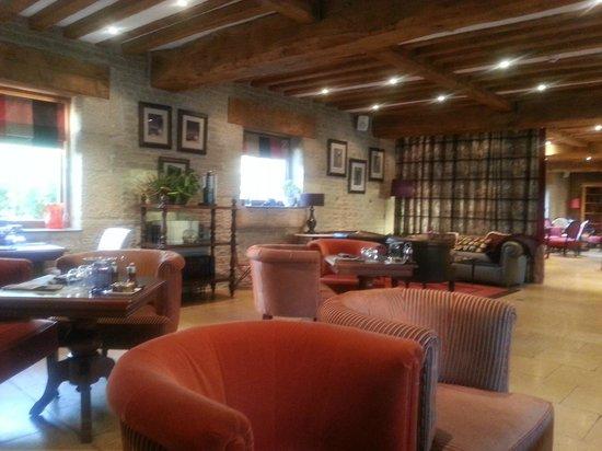 Les Manoirs de Tourgéville : l'espace salon/bar très convivial