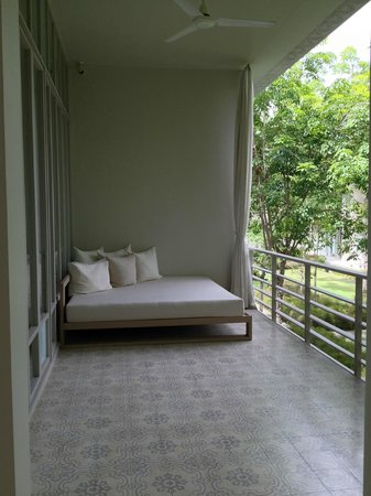 SALA Phuket Resort & Spa: Day bed in the room