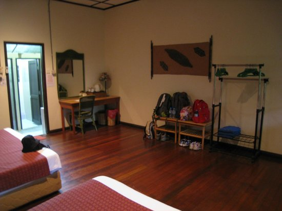 Mulu World Heritage Area Accommodation : Longhouse 1 Turtle Cave interior