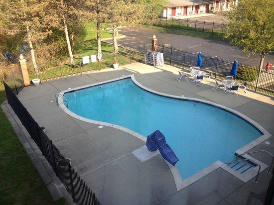 Quality Inn Auburn Hills: outdoor pool