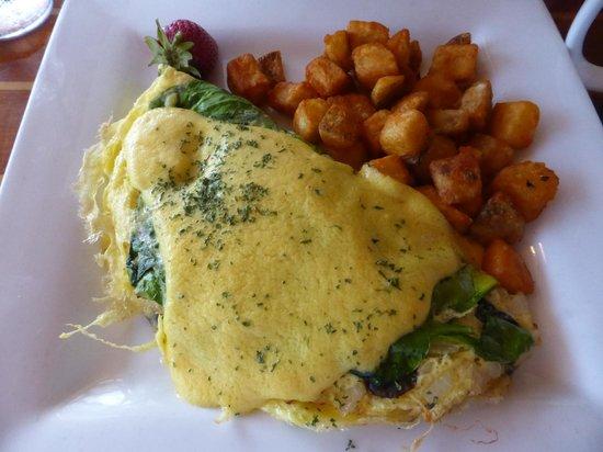Yucatan Beach Stand Bar: spinach mushroom omelet with hollandaise sauce