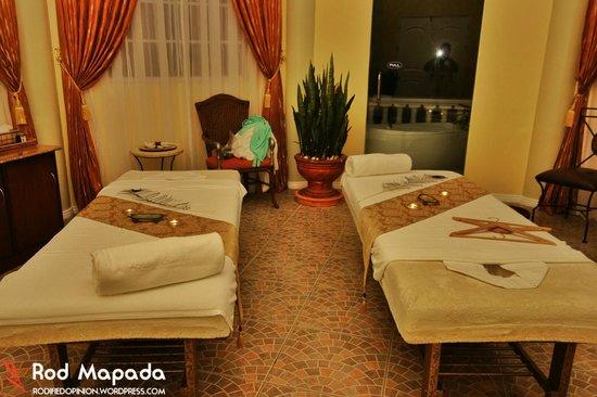 The Peacock Garden: Couple's room at Fontana Aurelia Spa