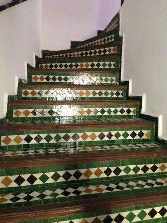 Dar Fes Medina: otelin merdivenleri