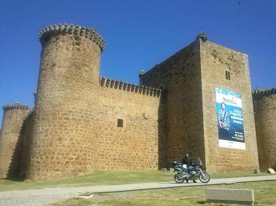 Castillo de Valdecorneja: Castillo de El Barco de Avila