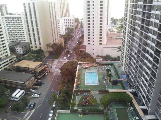 Waikiki Banyan : View from our room of the pool area