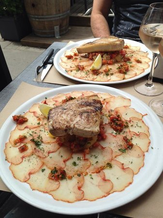 LE RIVA cafe : Carapaccio de lomos ibérique avec tartare de tomates et steak d'espadon grillé!!!!!