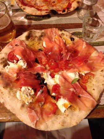 Pizzeria al Pisacane : Pulcinella con crudo, top